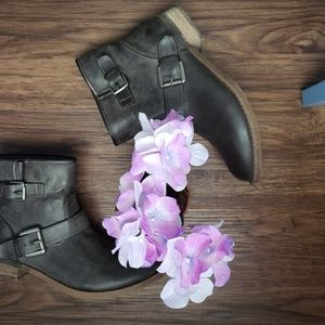 Shi by Journeys Ankle High Gray Booties